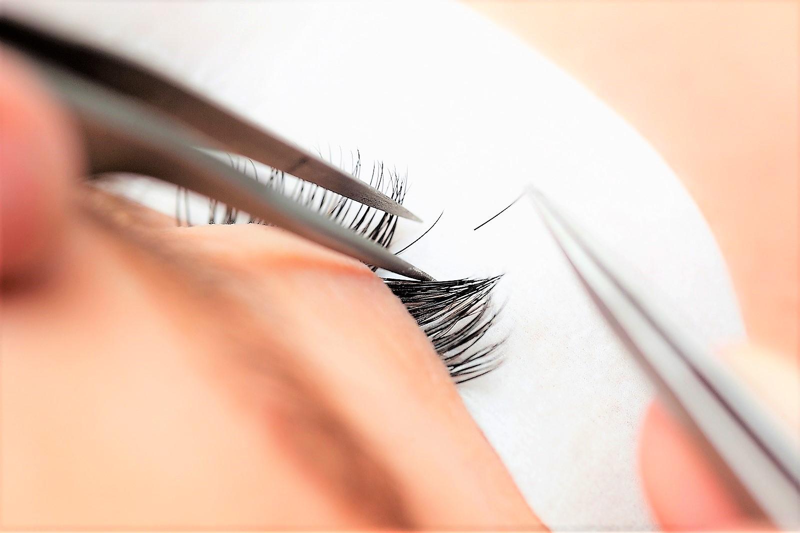 Przedłużanie rzęs a stylizacja oka